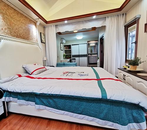 单个小别墅卧室